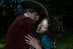 outlander-claire-collapses