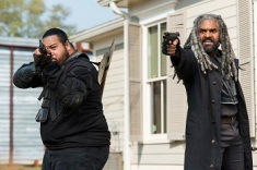 Khary Payton as Ezekiel, Cooper Andrews as Jerry - The Walking Dead _ Season 7, Episode 16 - Photo Credit: Gene Page/AMC